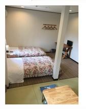ツインルームを4人までの和洋室に改修しました。
